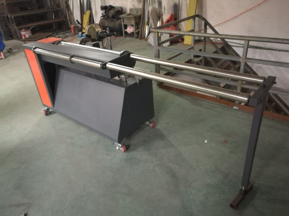 Profile forming machine on conveyor belts